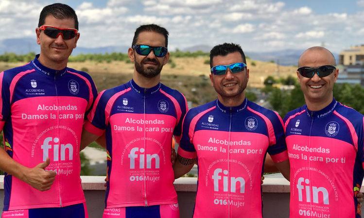 El Grupo Luna de la Policia Local de Alcobendas en una carrera ciclista por solidaridad
