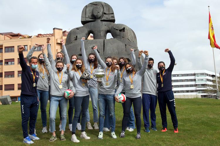 El FEEL VOLLEY ALCOBENDAS ha ofrecido hoy la Copa de la Reina de voleibol a la ciudad de Alcobendas