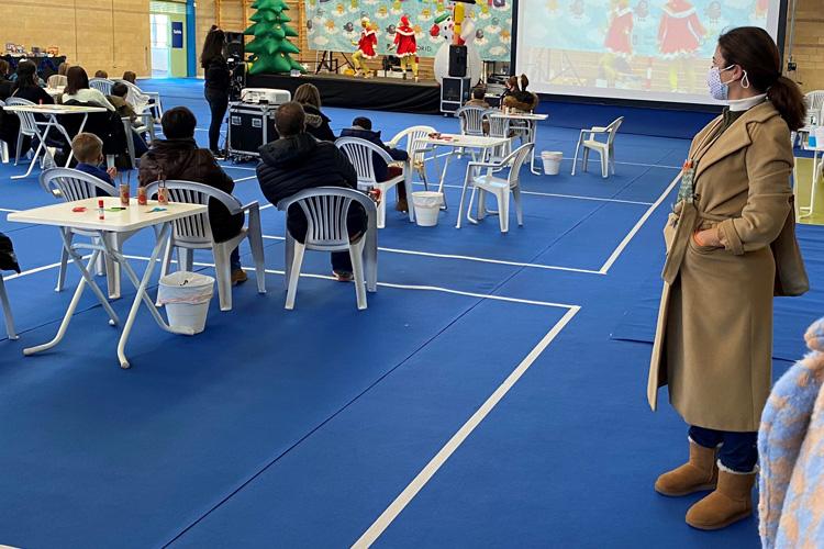 La Concejala Presidenta de Barajas, Sofía Miranda, comparte actividades con menores de Barajas en el Día de la Infancia en Navidad, que hoy se celebra