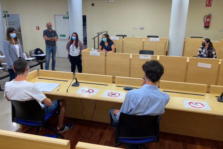 La Concejala del Distrito, Sofía Miranda, se ha reunido con representantes de la Subcomisión de Adolescencia de la Comisión de Participación de la Infancia y la Adolescencia