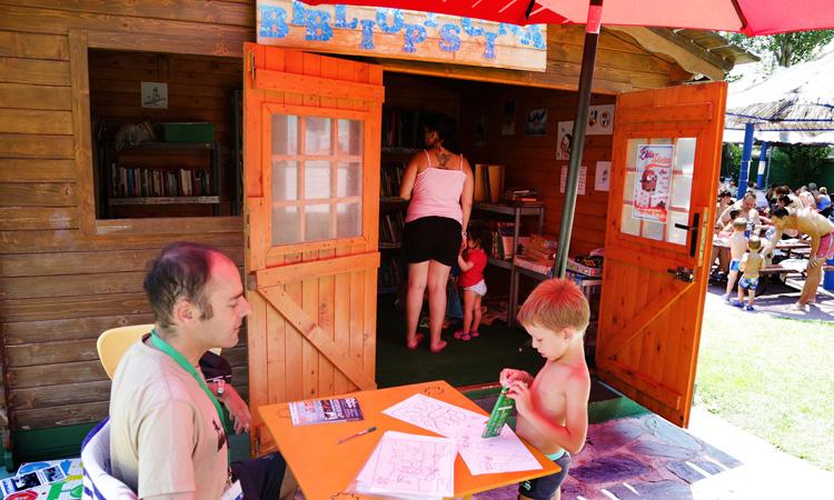 'Bibliopiscina' de Alcobendas: chapuzón y lectura