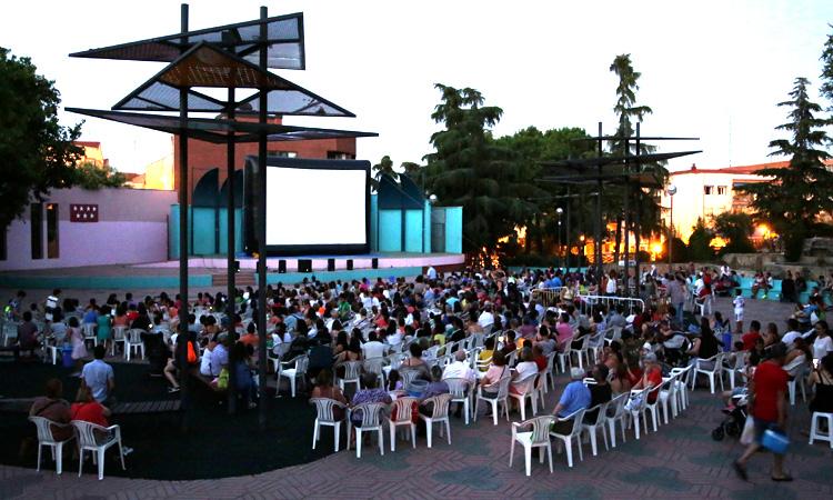 Cine de verano en el Parque Comunidad de Madrid de Alcobendas