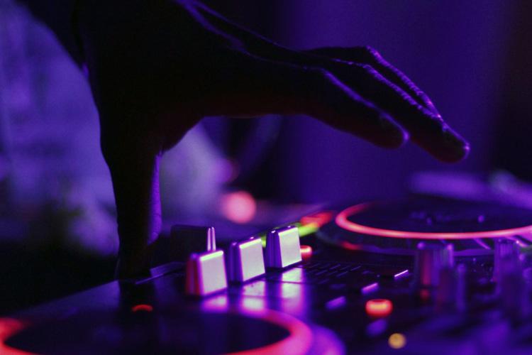La Comunidad de Madrid autoriza a discotecas y bares de copas a ofrecer servicios de hostelería y restauración