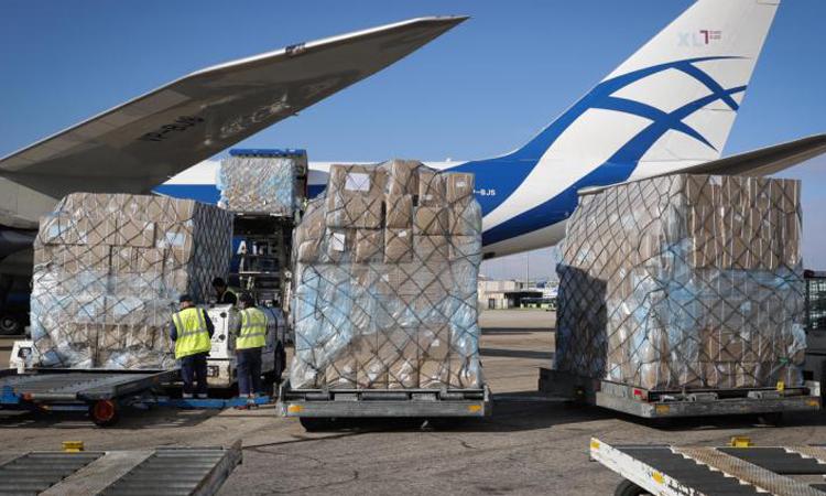 La Comunidad de Madrid supera las 1.000 toneladas de material sanitario con la llegada del tercer avión en apenas 24 horas