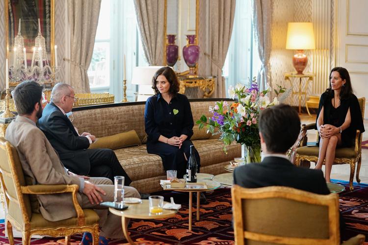 Díaz Ayuso aborda con el embajador de Francia la estrategia serológica de la Comunidad de Madrid como clave contra la COVID-19