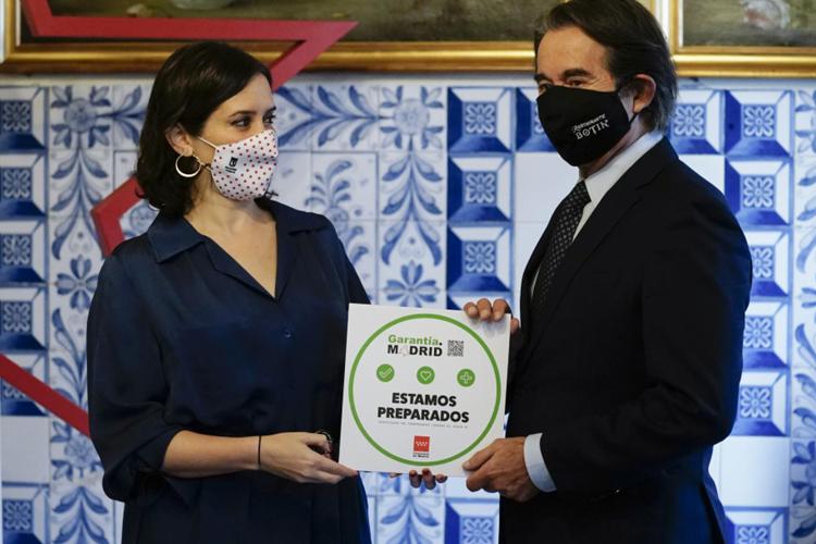 Díaz Ayuso presenta el sello Garantía Madrid que identificará a la hostelería con medidas antiCOVID-19 como la ventilación o el control de decibelios