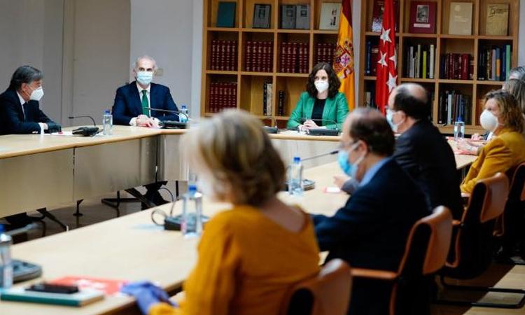 Díaz Ayuso se reúne con expertos sanitarios que avalan los pasos previstos por la Comunidad de Madrid para la desescalada