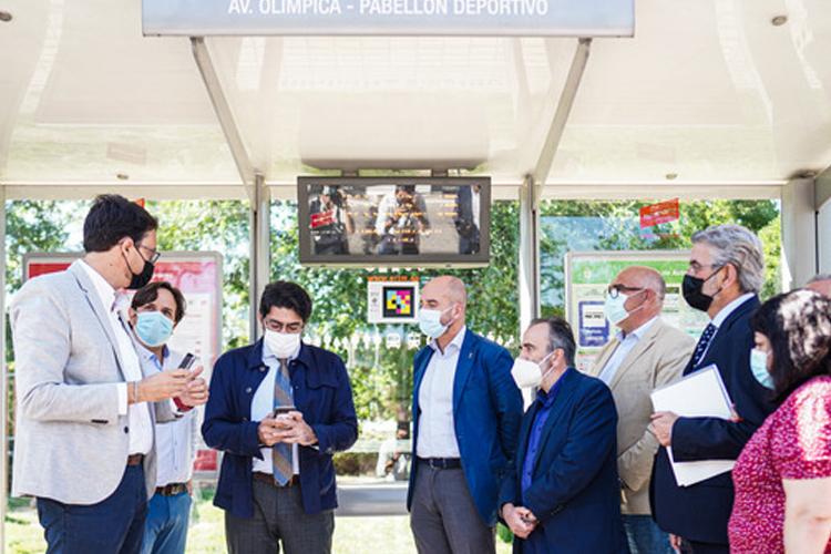 La Comunidad presenta, en Alcobendas, un Avanzado Sistema de Señalización e Información en Paradas de Autobús para Personas con Discapacidad Visual
