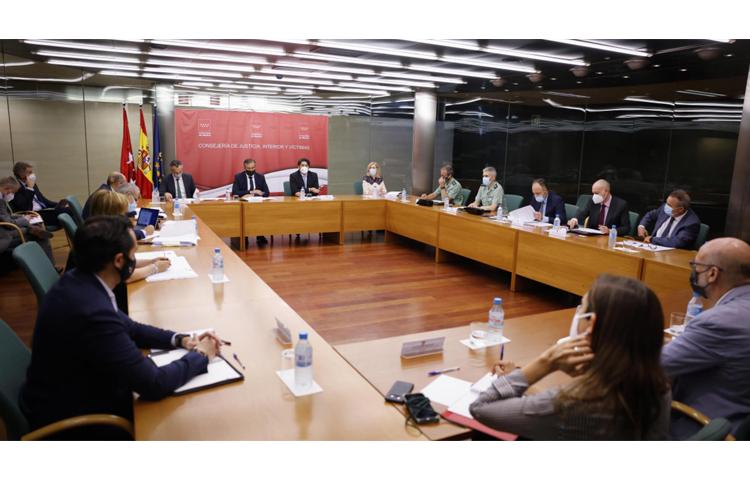 La Comunidad de Madrid reitera su apuesta por facilitar el arraigo de los policías nacionales y guardias civiles destinados en la región