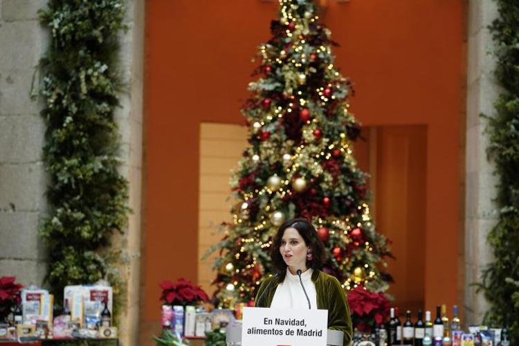 Díaz Ayuso firma un convenio con grandes superficies para promocionar los alimentos madrileños