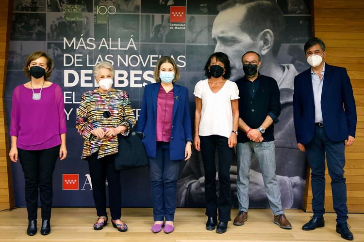 """La Comunidad de Madrid invita a conocer el legado de Delibes a través de la exposición """"Más allá de las novelas. Delibes, el Cine y el Teatro"""""""