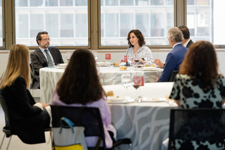 La Presidenta Díaz Ayuso advierte ante Empresarios de que la Comunidad se rebelará ante los intentos de subir los impuestos