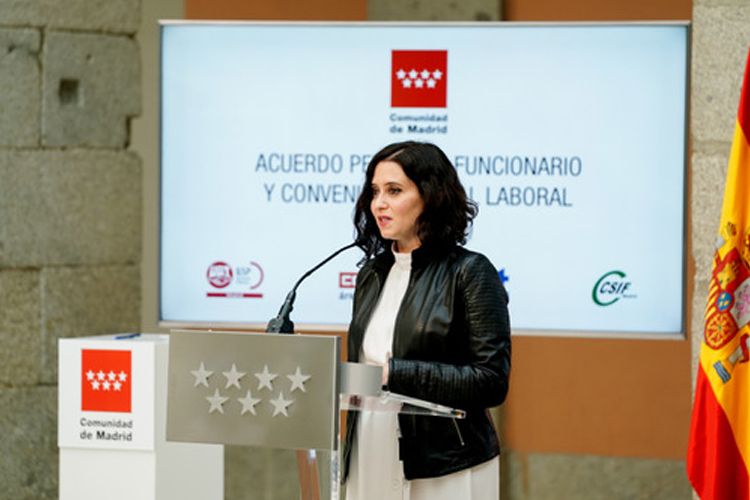 La Presidenta, Isabel Díaz Ayuso, firma con los sindicatos dos acuerdos para regular las condiciones del personal laboral y funcionario