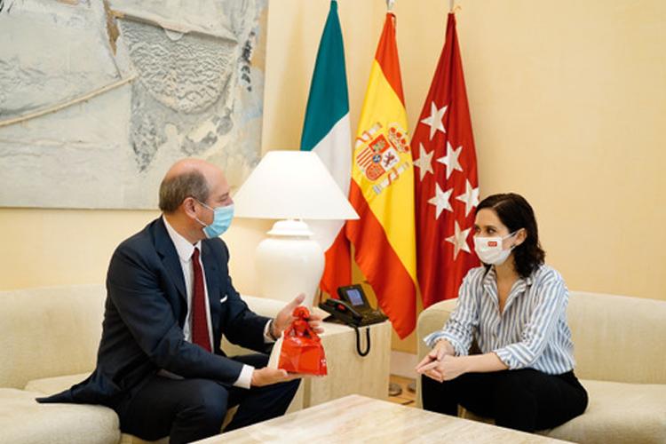Díaz Ayuso aborda con el Embajador de Italia el Reto del Reinicio de la Actividad Turística