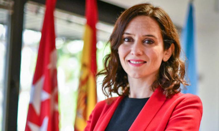 La presidenta, Isabel Díaz Ayuso, ha inaugurado la I edición del Salón Navideño de los Alimentos de Madrid