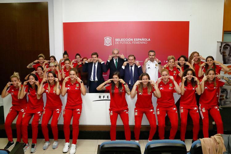 La Selección Española Femenina de Fútbol con la donación de médula