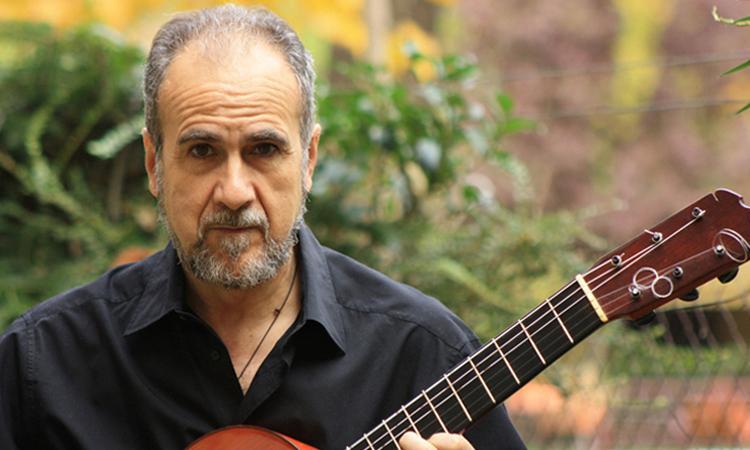 El cantautor de Sanse, Pedro María Rivera, ameniza para todos el confinamiento desde Facebook