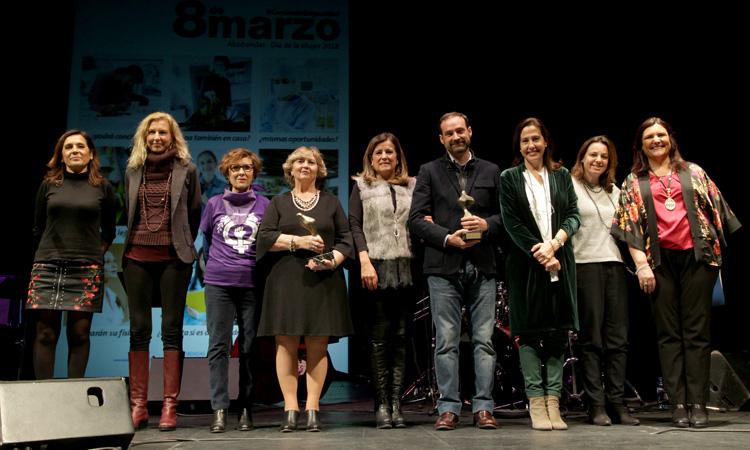 """Alcobendas entrega los premios """"Atenea"""" y """"Hombres por la Igualdad"""""""