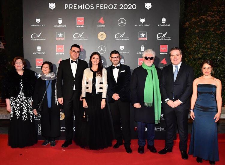Penélope Cruz y Pedro Almodóvar brillan con luz propia, en Alcobendas, en los Premios Feroz