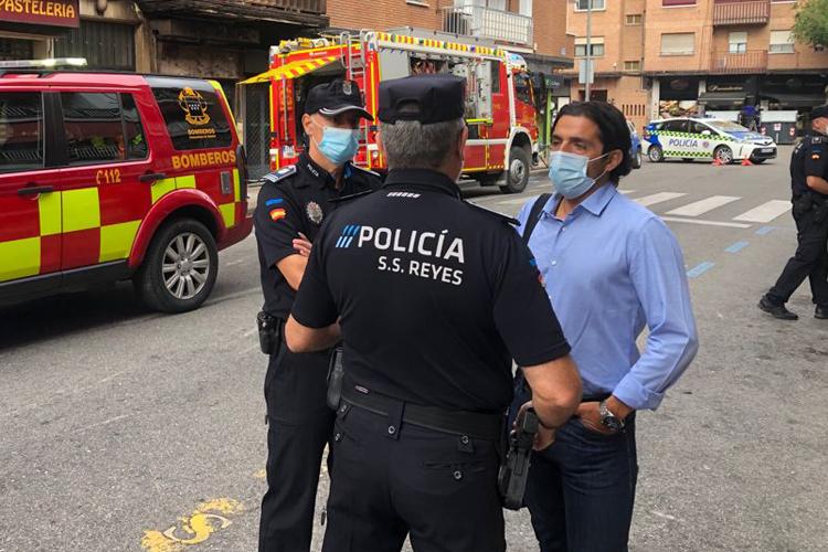 Desalojadas 44 viviendas por el incendio de un almacén en la calle Silvio Abad de San Sebastián de los Reyes