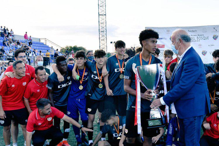 El Rayo Vallecano ganador del V Torneo de Fútbol Cadete 'Vicente Del Bosque' de Alalpardo