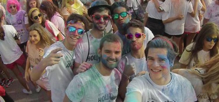 """Nuevo éxito de la """"Holi Run"""" en el Distrito de Barajas con más de 15.000 corredores"""