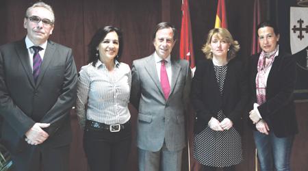 El Ayuntamiento de Alcobendas y la Agencia Estatal de Administración Tributaria (AEAT) firman un convenio para la Renta 2.013